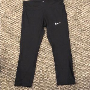 Nike Dri Fit Capri Leggings. Med. black.